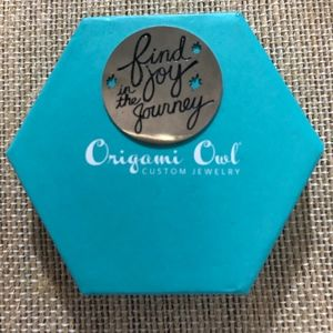 Origami Owl Large Find Joy Plate
